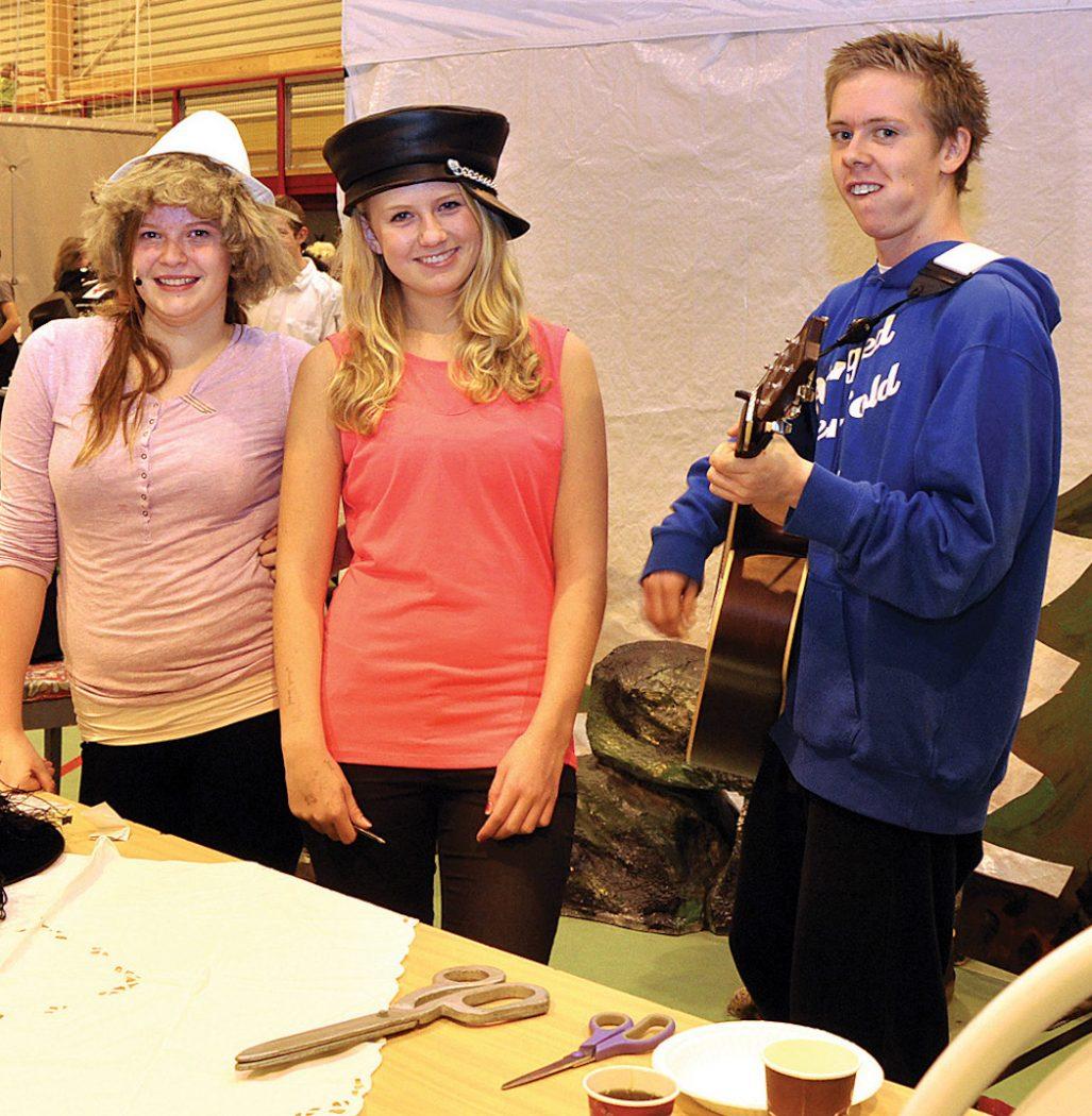 FOLKEHELSE: Blant teater-ungdommane som deltok på folkehelsekongressen var (f.v.) Karina F. Sjursen, Sidsel Amanda S. Sandvik og Bjørn Stian Ueland.
